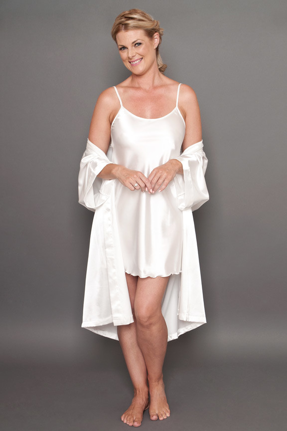 Bella satin short robe ivory open 4a2622b7a