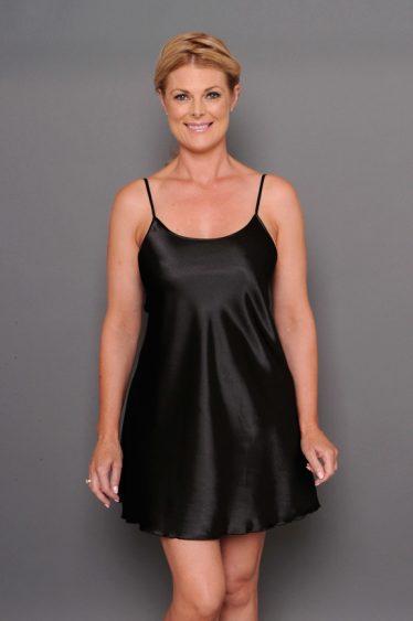 Chezvue short satin chemise black